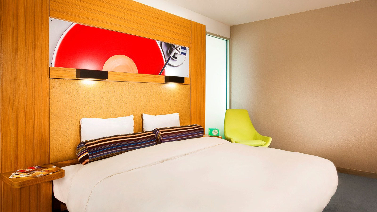 Mt Laurel Accommodations - Aloft King Room